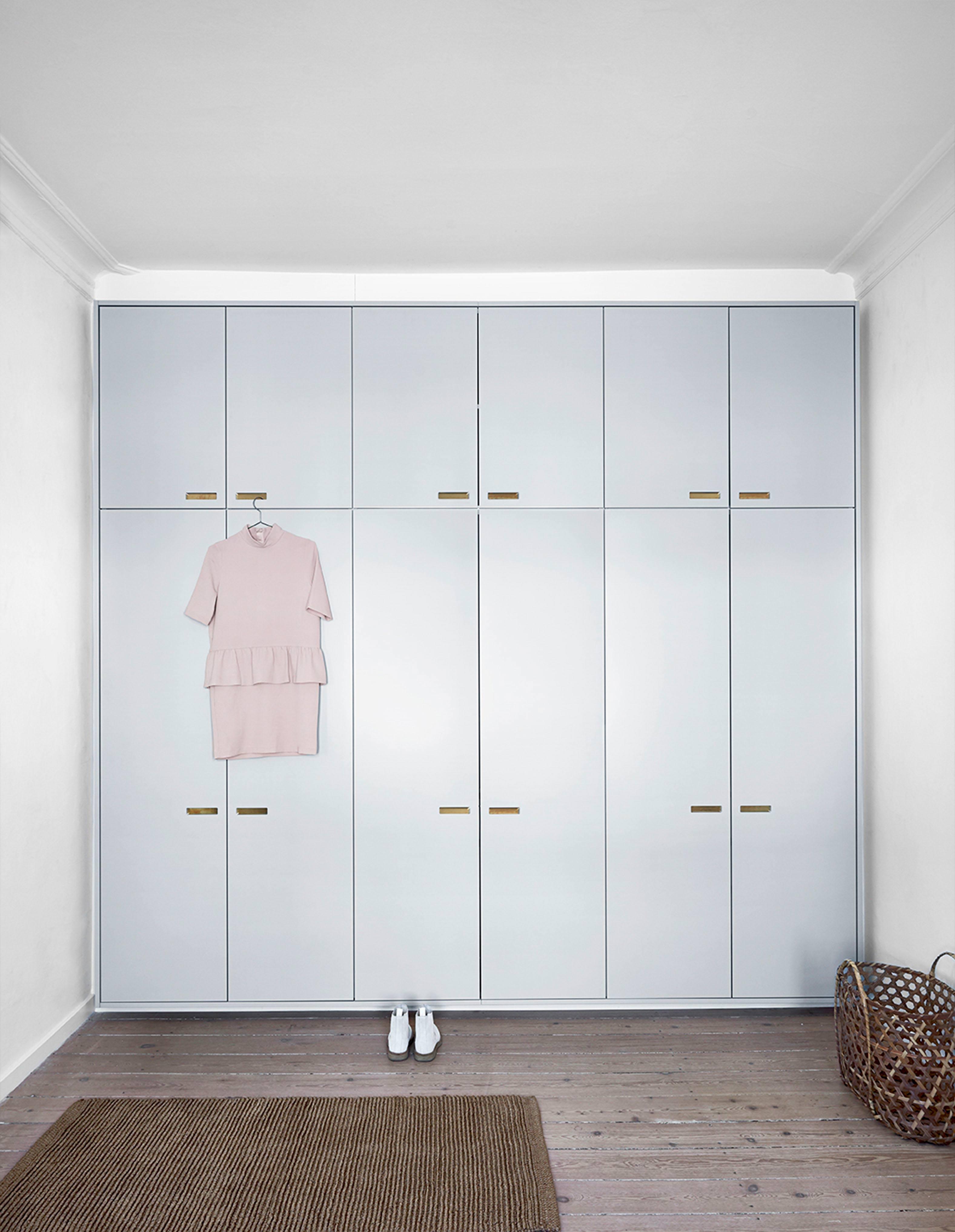 ikea-hack-designer-skab-garderobe-skabslåger-til-ikea-pax-painted-fronter-til-ikea-and-shufl-andshufl-1