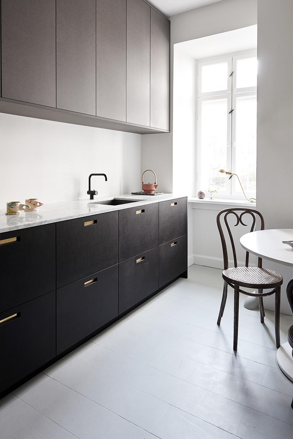 &SHUFL-køkken-fronter-ikea-lkitchen-ikeahack-designerkitchen-andshufl-fronts-skuffer-skabe-låger-til-ikea-koekken-raw-sortelåger-marmorbordplade-galleri3